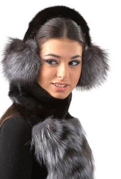 Женские меховые шапки из кролика.
