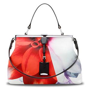 ...туфелек или сумочкой с выразительным цветочным принтом - от Dries Van.