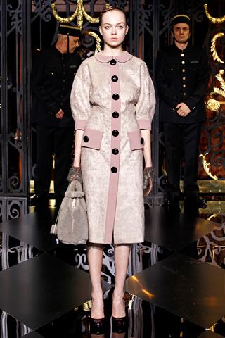 Особый шик показу придали две легендарные модели на показе: Наоми Кэмпбелл (Naomi Campbell) и Кейт Мосс (Kate Moss).