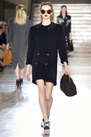 ...2011 вся модная общественность восторгалась и шутила, что в этом...