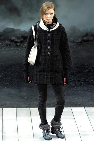 Модный женский показ осень-зима 2011-2012 от Chanel.