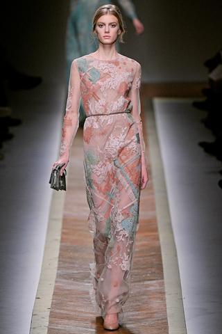Показ Valentino Осень-Зима 2011/12 на Неделе Моды в Париже (28).