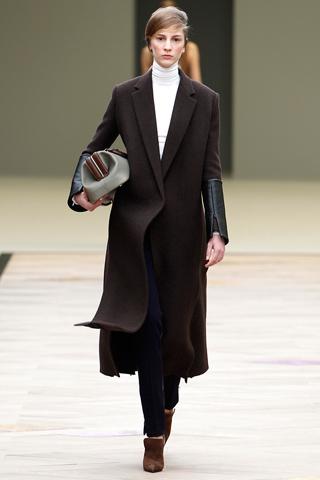 Модный бренд вдохновлялся внутренним интерьером винтажных машин 20 века.