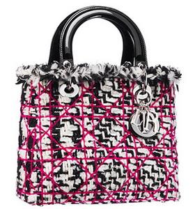 Черно-белая сумка с розовым рисунком Christian Dior.
