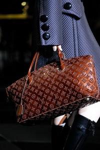 Модные брендовые сумки 2012 года.