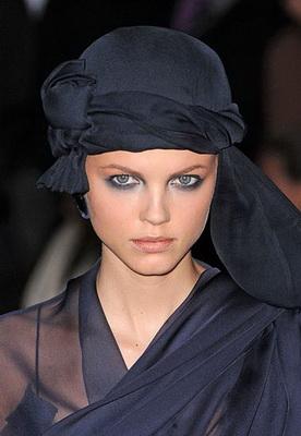 В этом сезоне эксперты моды советуют без них на улице не появляться.  Времена без шапок - прошли.