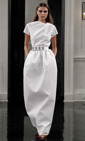 Длина в пол, независимо от фасона платья, смотрится наиболее выигрышно и...