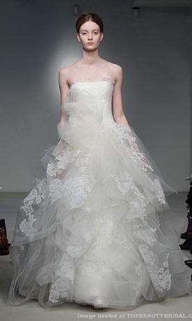 Свадебные платья 2012 фото.