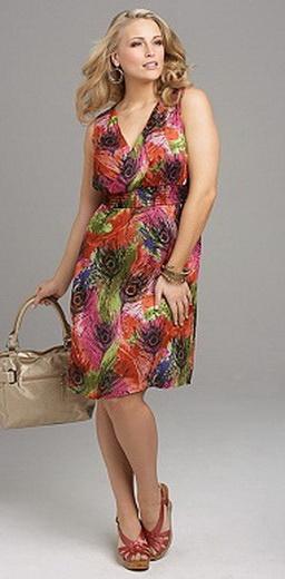 Для лета предпочтительны платья из хлопка, шифона, трикотажа или джинсы.