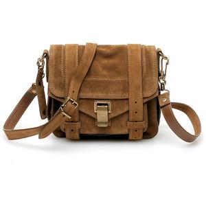 С чем носить сумку через плечо?
