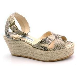 Обувь из змеиной кожи - это аксессуар, который всегда вне времени и моды.