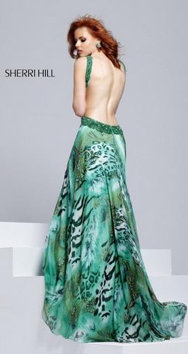 платье с открытой спиной!