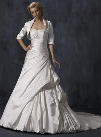 платье с длинным рукавом из шифона.