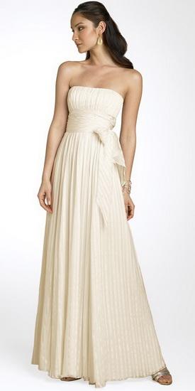 В отличие от пышного свадебного платья платье в греческом тиле очень...
