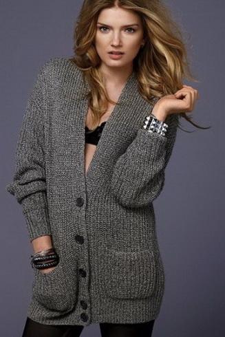 Вязаные свитера и кофты с