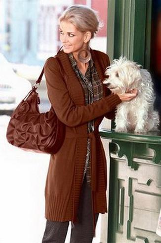 ...переносном смысле, вязаные кофты продемонстрировала Vivienne Westwood.