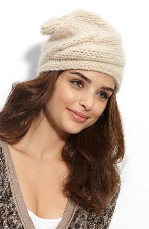 Также в моде оригинальные модели - шапка-чулок и шапка-носок.