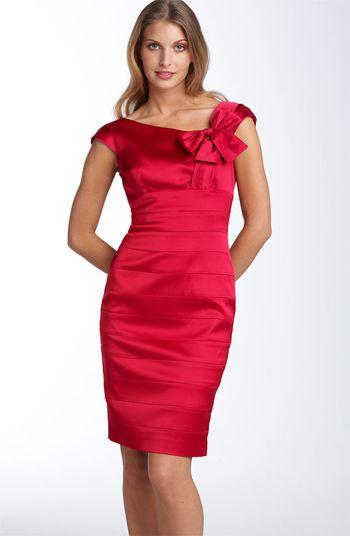 Красное платье всегда смотрится очень красиво.  В этом сезоне в моде...