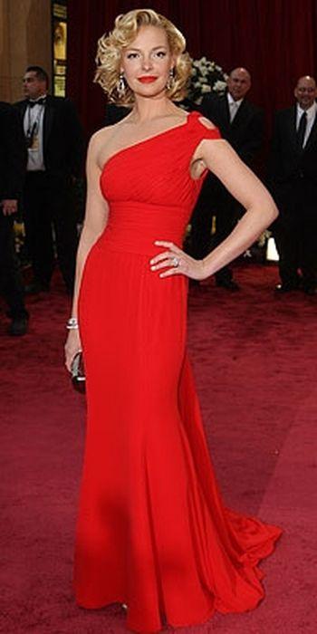 длинное красное платье именно красное.