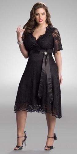 А вот какое роскошное платье!И женщина в нем выглядит роскошно!